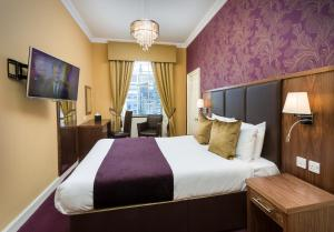 A bed or beds in a room at Ballantrae Hotel