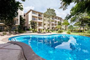 The swimming pool at or near Hotel Panamby Guarulhos