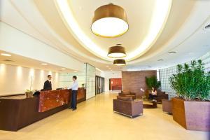 O saguão ou recepção de Hotel Panamby Guarulhos