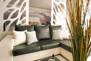 A seating area at Préstige Holidays Alojamentos