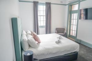 Oasis on Beamish Hotel tesisinde bir odada yatak veya yataklar