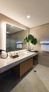 A bathroom at Club Paradise Resort Palawan