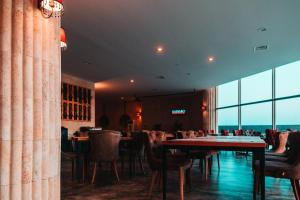 A restaurant or other place to eat at EDELWEISS Residence