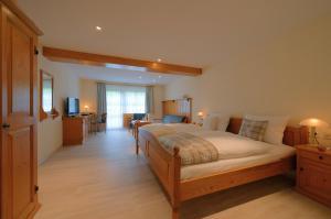 Ein Bett oder Betten in einem Zimmer der Unterkunft Hotel Hofgut Sternen