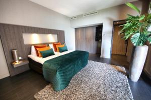 A bed or beds in a room at Van der Valk Hotel Middelburg