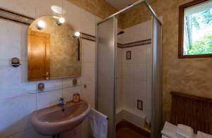 A bathroom at Les Prunelliers
