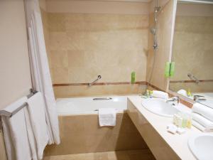A bathroom at Holiday Inn Resort le Touquet, an IHG Hotel