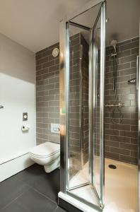 A bathroom at Holiday Inn Express Burton on Trent, an IHG Hotel
