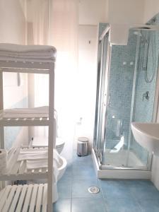 A bathroom at B&B Portarotese