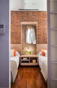 A bed or beds in a room at Eric Vökel Boutique Apartments - Madrid Suites