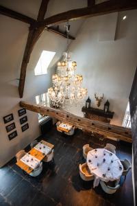 Een restaurant of ander eetgelegenheid bij Don Jon