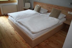 A bed or beds in a room at Hotel Solaria