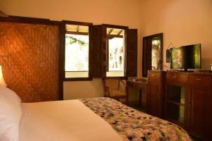 A bed or beds in a room at Hotel Mariscal Robledo