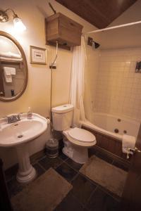 A bathroom at Tucker Peak Lodge