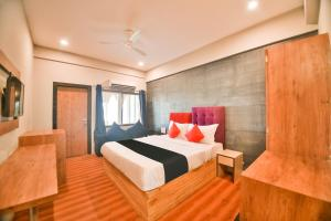 A bed or beds in a room at Vaccinated Staff- Capital O 48457 Amit Palace
