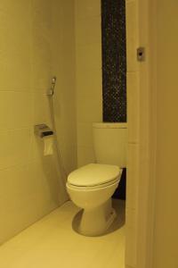 A bathroom at Bali Caps