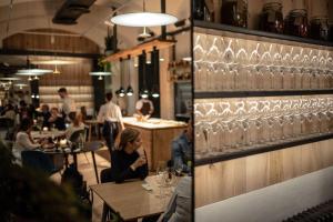 Een restaurant of ander eetgelegenheid bij Hotel Rum Budapest