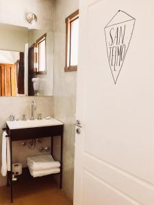A bathroom at L'Adresse Hôtel Boutique
