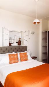 Cama ou camas em um quarto em L'Adresse Hôtel Boutique
