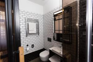 Een badkamer bij Hotel Rum Budapest