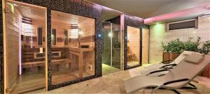 A bathroom at Złota Regalinda & Spa