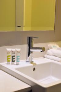 A bathroom at Mercure Portsea & Portsea Golf Club