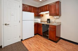 A kitchen or kitchenette at TownePlace Suites Rochester
