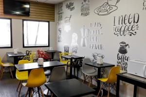 A restaurant or other place to eat at GRAAL INN ITATIAIA
