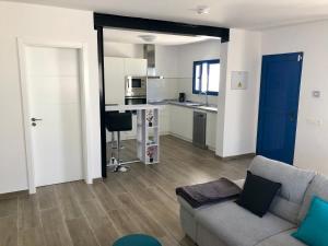 A kitchen or kitchenette at SEA FRONT Apartamento frente al mar