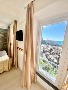 A television and/or entertainment center at Giovanni Rooms Manarola
