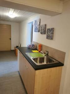 Кухня или мини-кухня в Haus Chalet Arnika