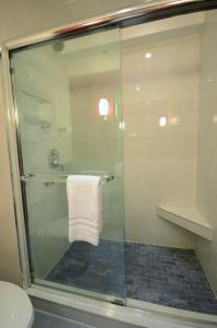 A bathroom at Crowne Plaza Montreal Airport, an IHG Hotel