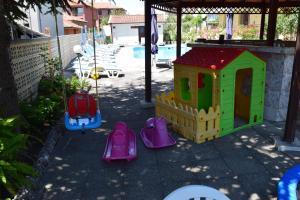 Детска площадка в Семеен хотел Крис