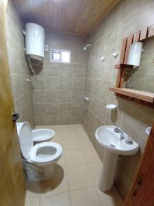 A bathroom at El Amanecer Hospedaje