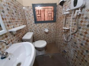 Salle de bains dans l'établissement Villa Chambre C climatisée douche Cuisine salon
