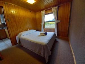 Cama o camas de una habitación en Cabañas Liquiñe