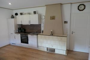 A kitchen or kitchenette at FEWO Hof Elbbachtal