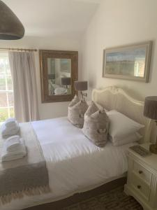 A bed or beds in a room at Scarborough Hill Country Inn