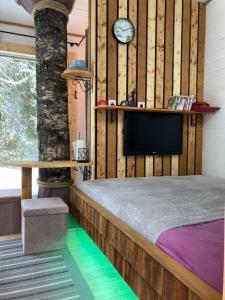 Voodi või voodid majutusasutuse Tiigrisilma Treehouse toas