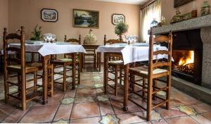 Un restaurante o sitio para comer en Hotel Rural El Paraiso de Gredos