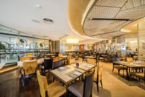 A restaurant or other place to eat at InterContinental Bangkok, an IHG Hotel