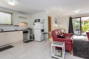 A kitchen or kitchenette at Altona Garden Retreat