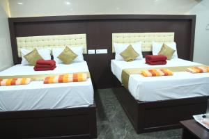 A bed or beds in a room at Hotel Temple Tower Rameswaram