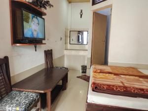 A television and/or entertainment centre at Hotel Vrindavan