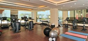 The fitness centre and/or fitness facilities at Jaipur Marriott Hotel