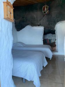 Un ou plusieurs lits dans un hébergement de l'établissement casa cueva el Pozo las Calcosas