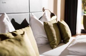 A bed or beds in a room at Sporthotel & Resort Grafenwald Daun - Vulkaneifel