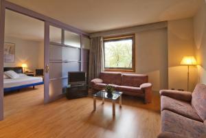 A seating area at Hotel Sercotel Domo