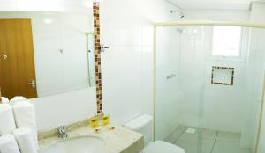 Ванная комната в Benos Hotel