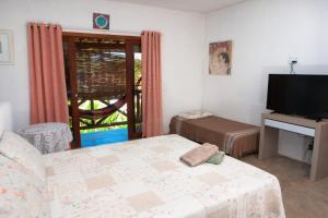 A bed or beds in a room at Recanto dos Dendês Chalés